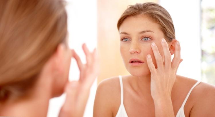 Le visage, la main et les pieds enflés : quels sont les facteurs qui provoquent l'œdème ?